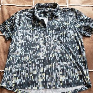 One of a kind Kenneth Cole half button
